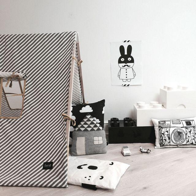 Chambre enfant d co noir et blanc e interiorconcept for Deco chambre noir et rose
