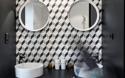 Le carreau de ciment dans la salle de bain